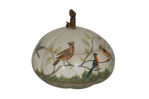 SCALLOPED BOX WITH BIRD FINIAL