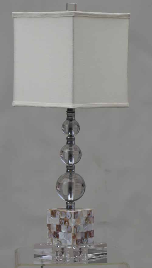 Crystal Balls With Oyster Shell Base Table Lamp